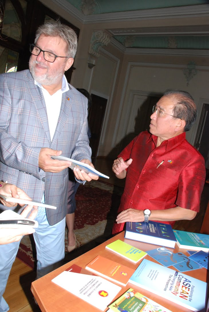 ioan bondrea si ambasadorul thailandei Komgrit VARAKAMIN1