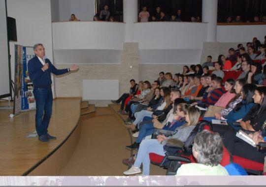 """Dragos Anastasiu: """"Educatia antreprenoriala incepe de acasa. La liceu deja e tarziu"""""""