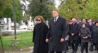 Iohannis si-a condus soacra pe ultimul drum. Peste 150 de oameni prezenti la ceremonie