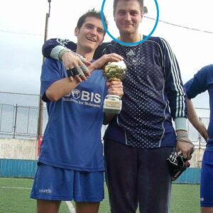 alex-buiuc-cu-cupa-la-fotbal