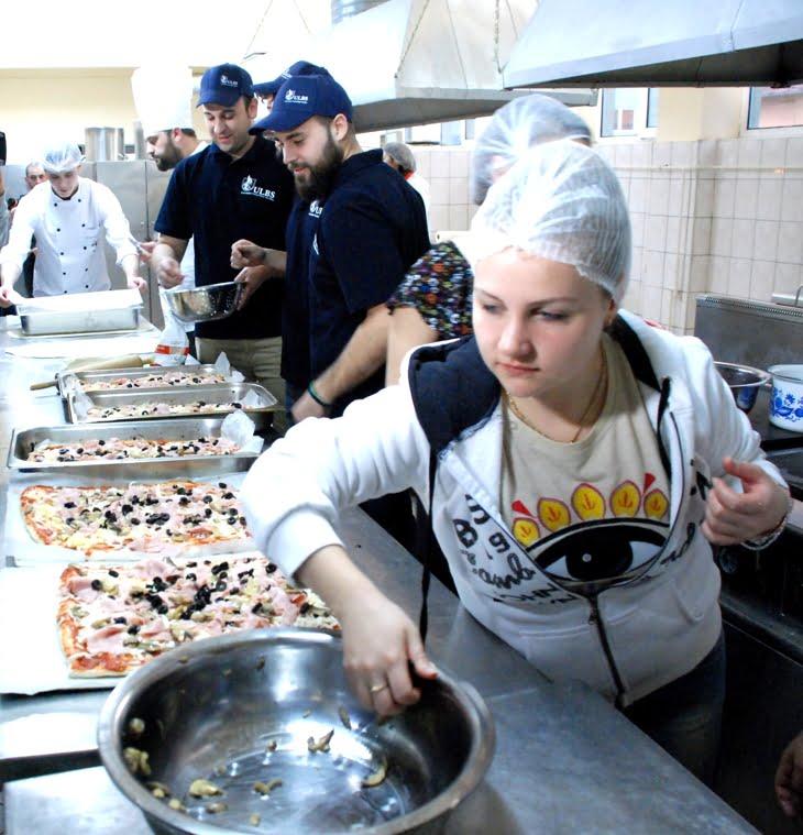 studentii ulbs fac pizza