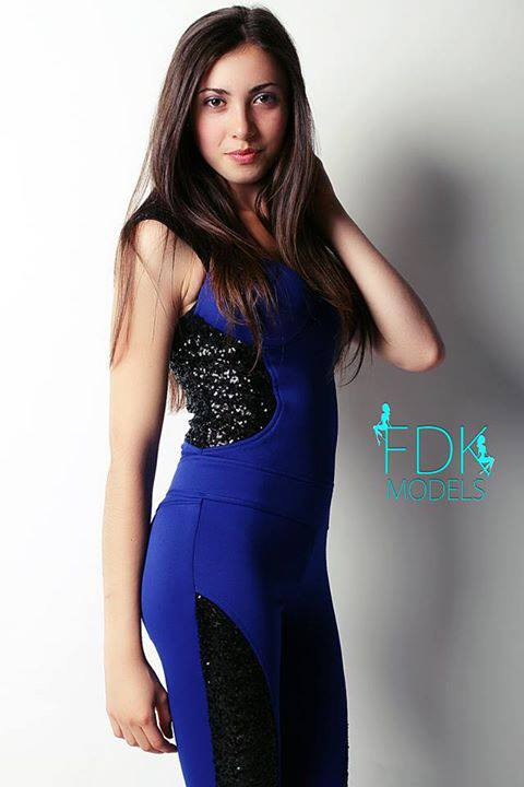 maria Ioana Hanzu la miss world 2018 - in rochie albastra